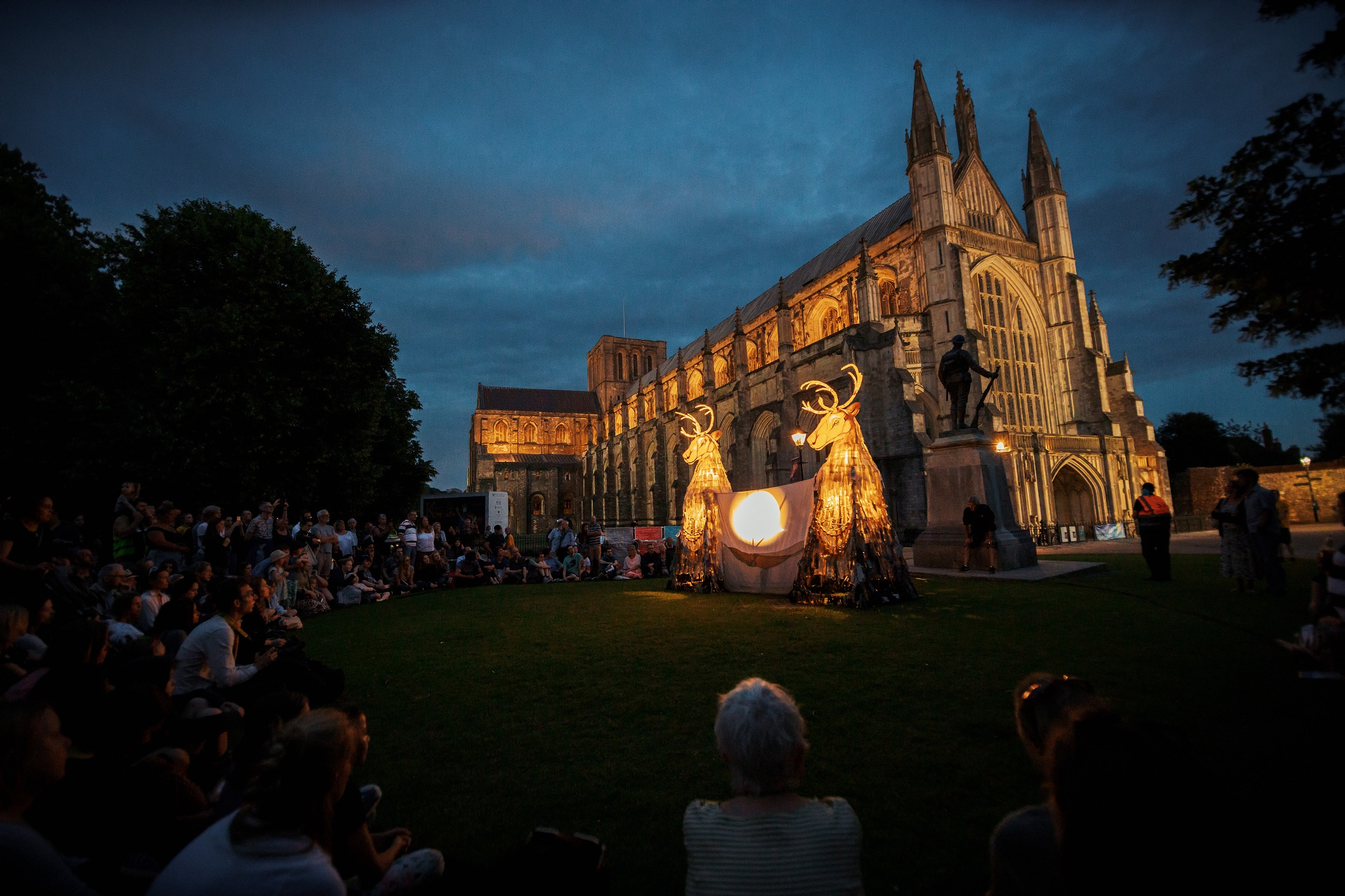 Hat Fait Puppet Show - Winchester Cathedral
